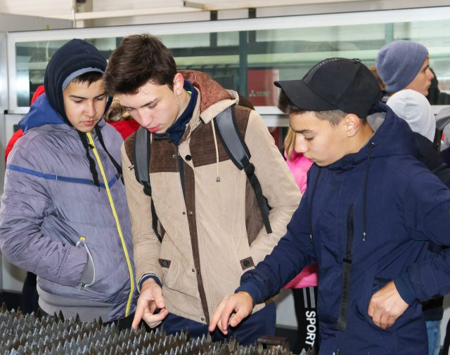 Завод посетили учащиеся 8-9 классов